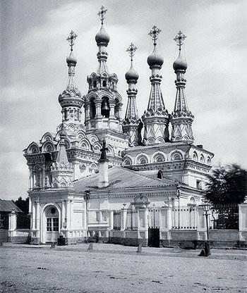 Церковь в стиле русское узорочье в Путинках