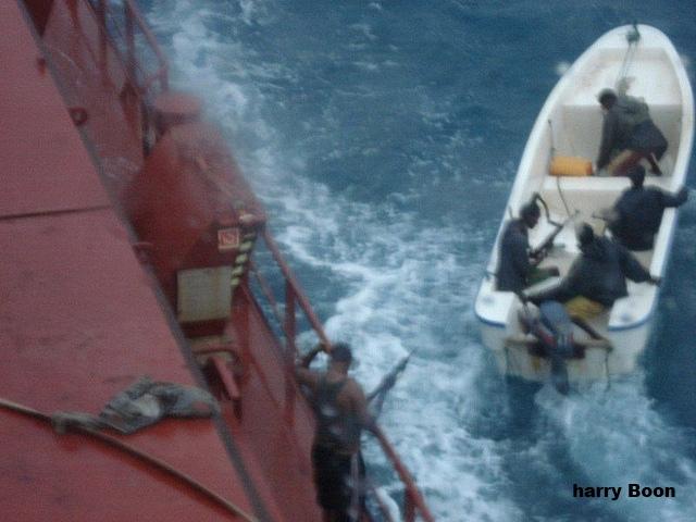 Сомалийские пираты. Фото с увеличением
