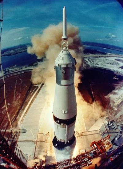 Отрыв 'Аполлона-11' от Земли
